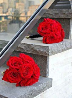 flores rojas para funeral, floristería Tanatorio, flores funeraria de color rojo, coronas rojas, corona funeraria